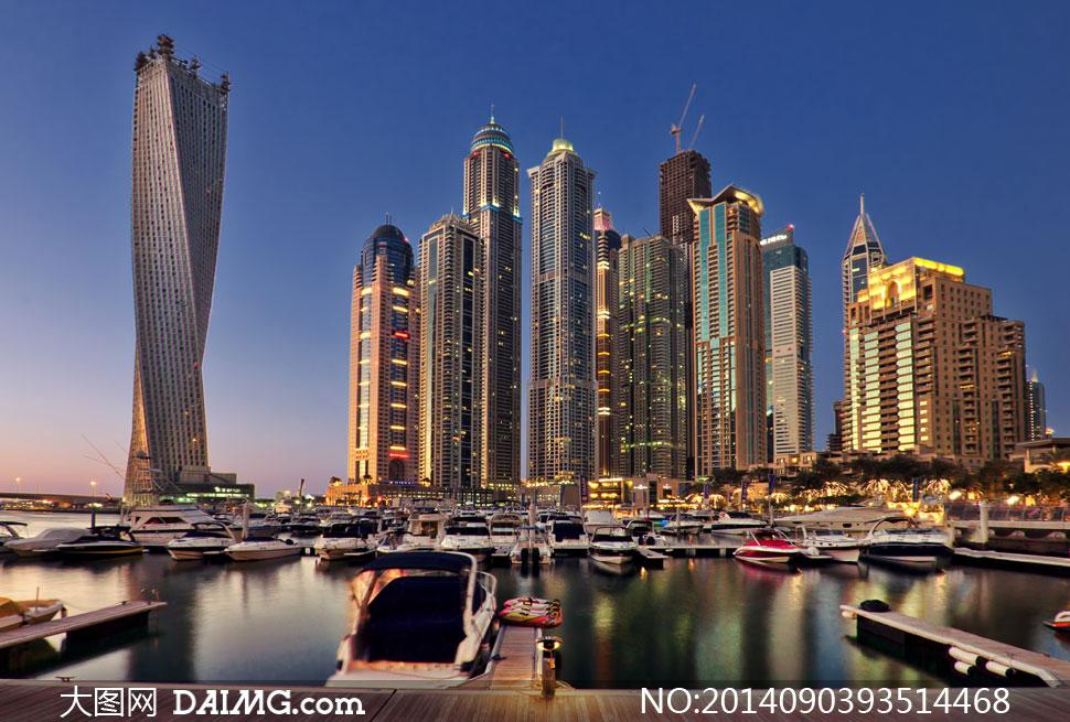 迪拜塔高清大图下载_码头船只与迪拜建筑群摄影高清图片 - 大图网素材daimg.com