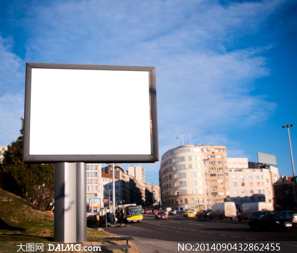 路边的空白户外广告牌摄影高清图片
