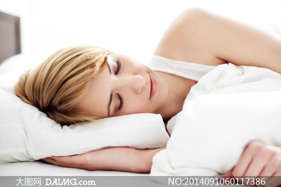 美女女人女性睡眠梦乡入梦睡觉睡着熟睡侧躺枕头白色