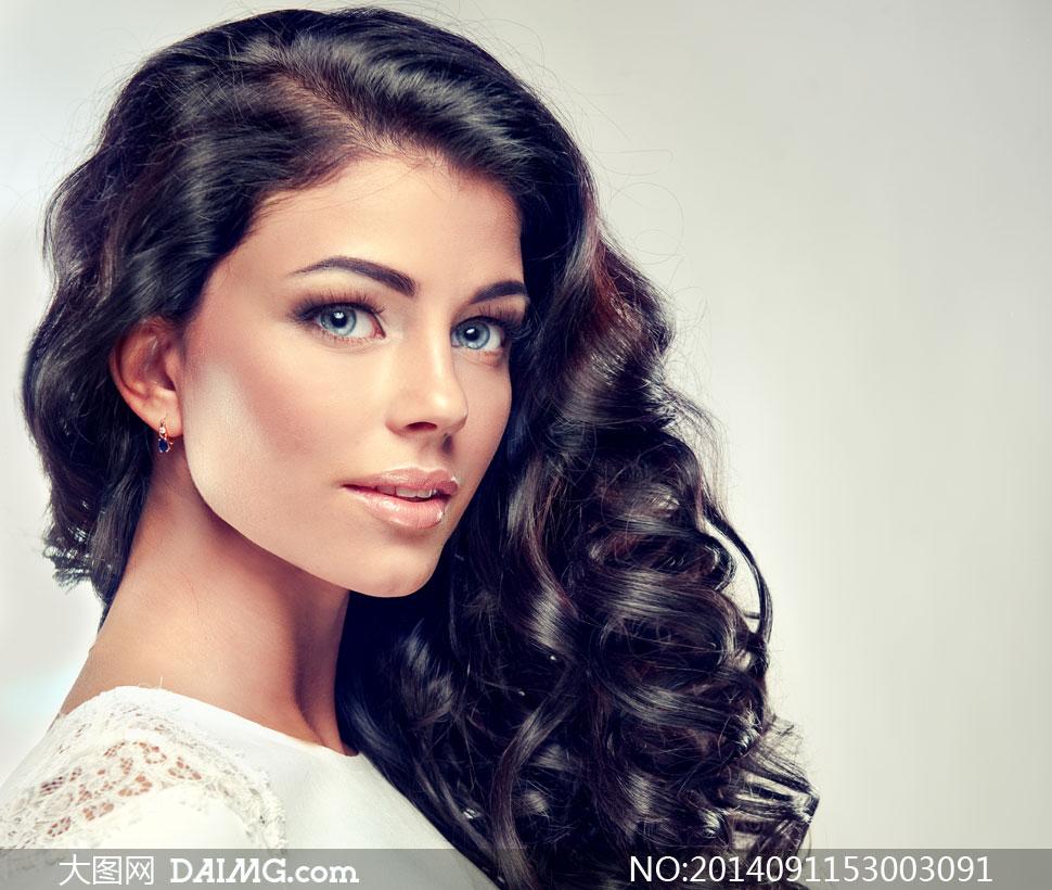 留着侧偏发的美女模特摄影高清图片