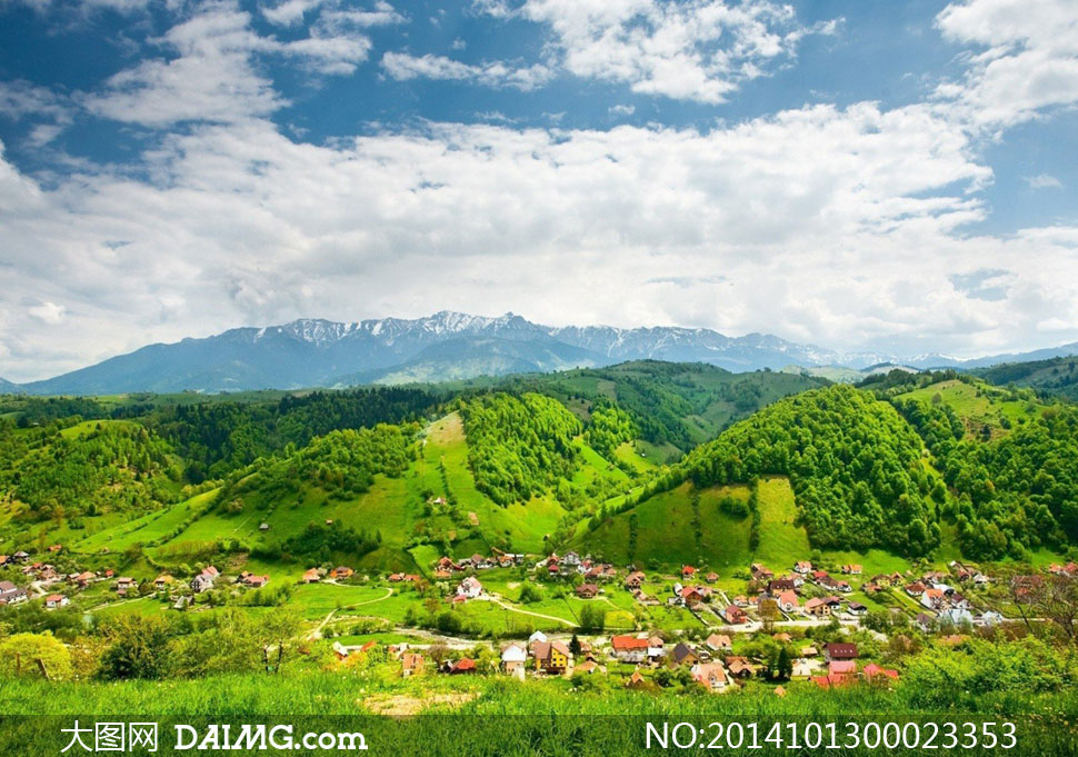 关键词: 蓝天白云云彩云朵大树树木草原草坪草地阳光雪山山峦山峰绿色