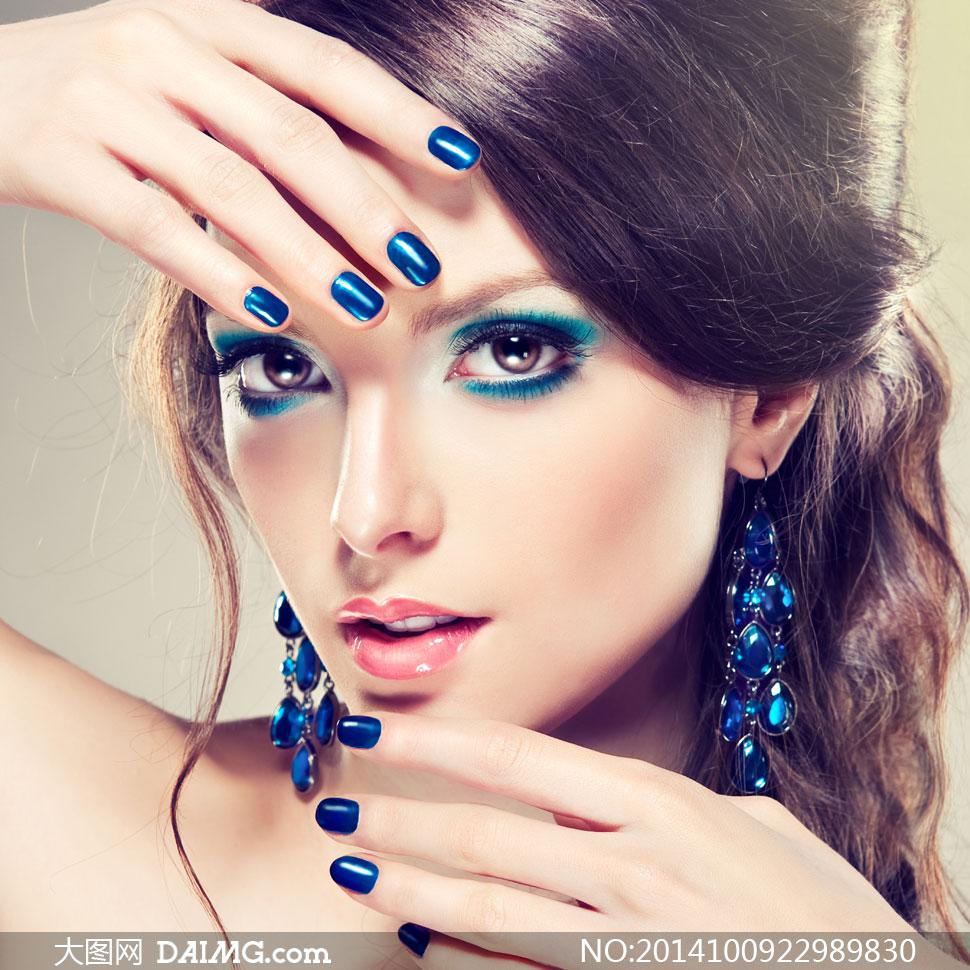 戴着耳饰的浓眼妆美女摄影高清图片 - 大图网设计素材图片