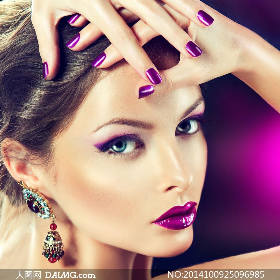扭头回看的紫色妆美女摄影高清图片 大图网设