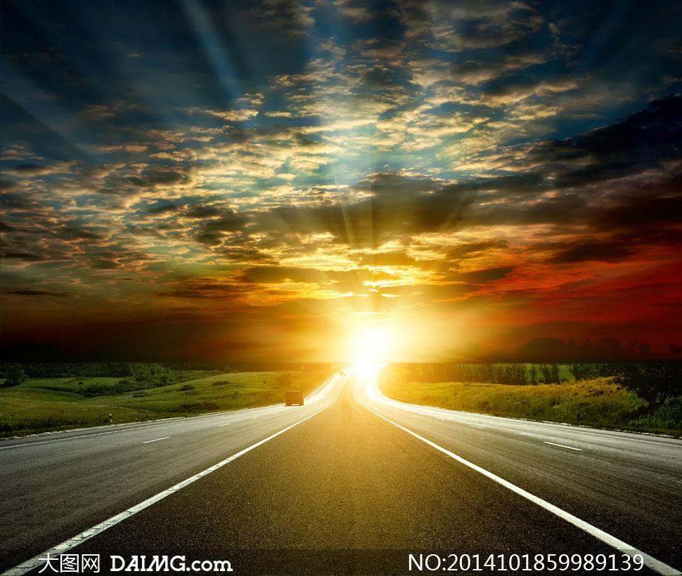 公路风光与耀眼的阳光摄影高清图片图片