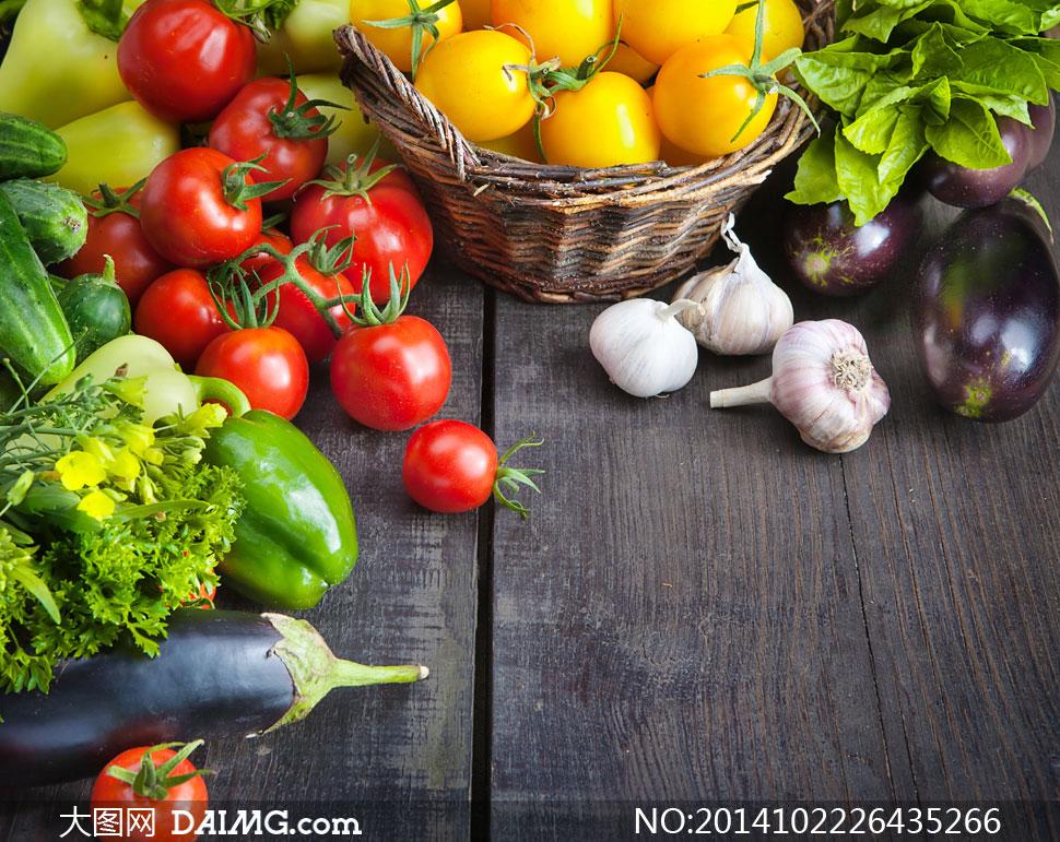 大蒜茄子辣椒与菜篮子摄影高清图片