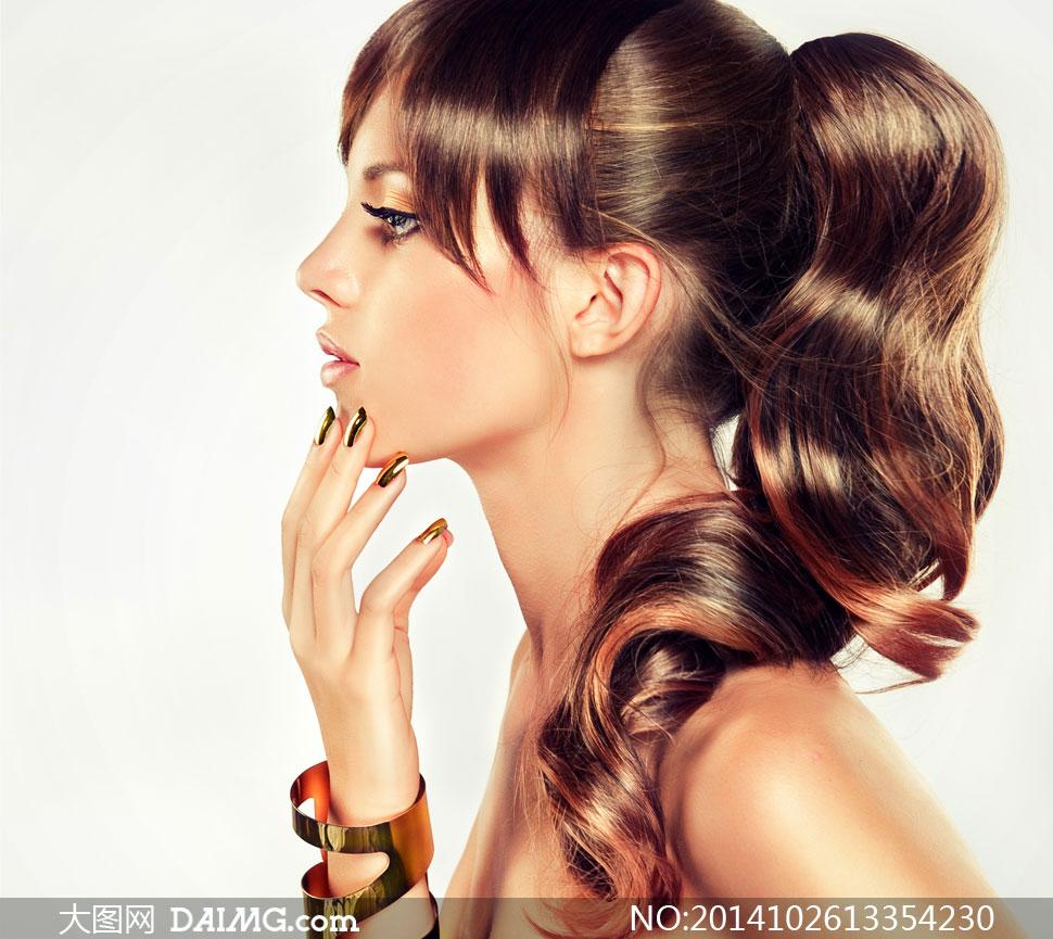 鸥美美美女_扎辫子的妆容美女模特摄影高清图片