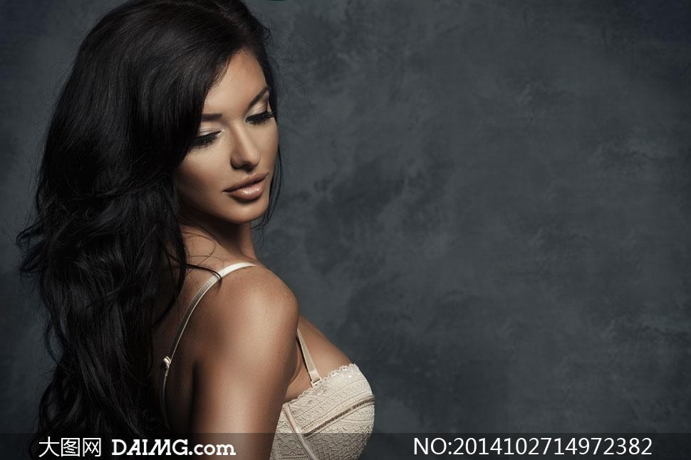 乌黑秀发内衣美女模特摄影高清图片