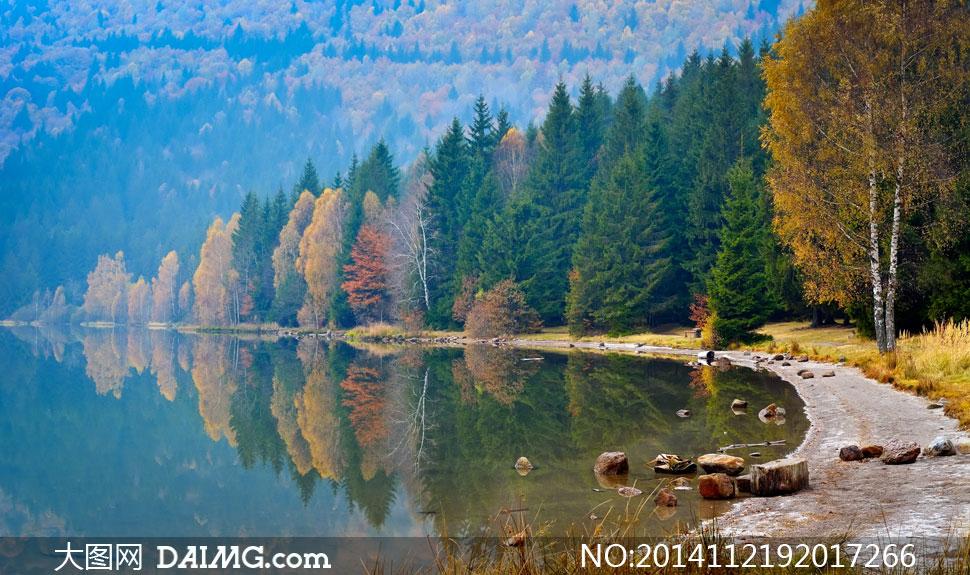 关键词: 高清摄影大图图片素材自然风景风光水面湖面湖畔湖水石头图片