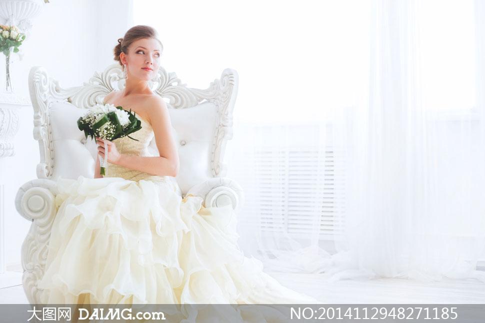 女性新娘婚纱礼服扭头花束鲜花花朵花卉捧花欧式沙发