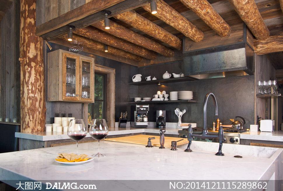 木质结构厨房内景布局摄影高清图片 - 大图网设计素材