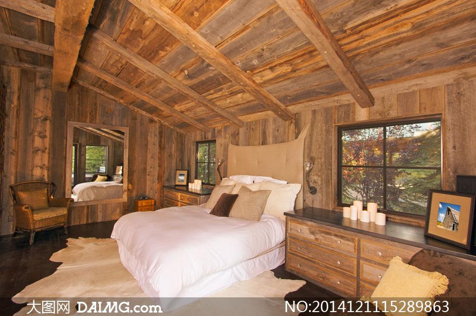 木屋里的臥室雙人床等攝影高清圖片