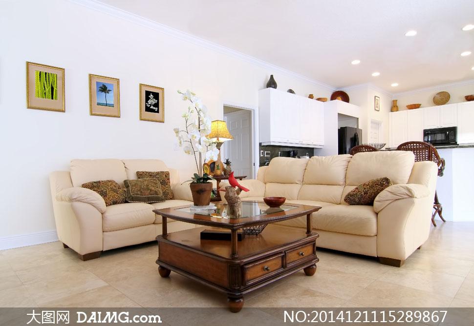 沙发茶几与墙上的挂画摄影高清图片图片