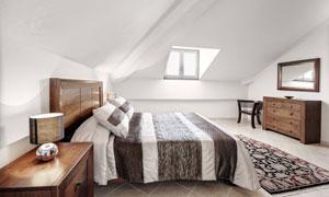 开天窗的卧室内景布局摄影高清图片