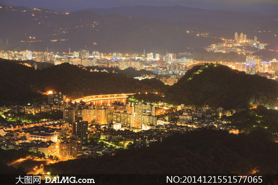 物楼房大楼高楼大厦鸟瞰俯瞰夜景夜晚灯光照明山丘植物树丛山林山峦