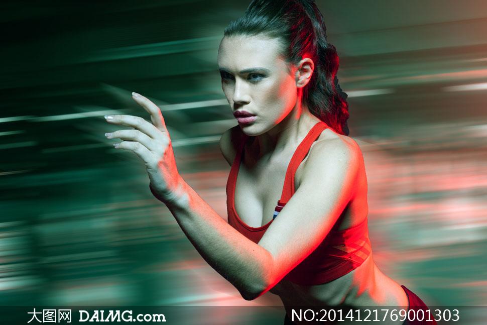 跑步中的性感美女人物摄影高清图片 大图网设