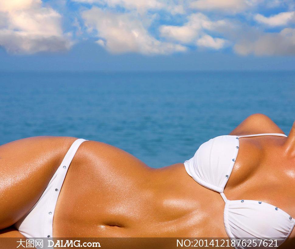 模特局部高清人体写真_高清摄影大图图片素材人物美女女人女性模特白色比基尼性感躺着局部