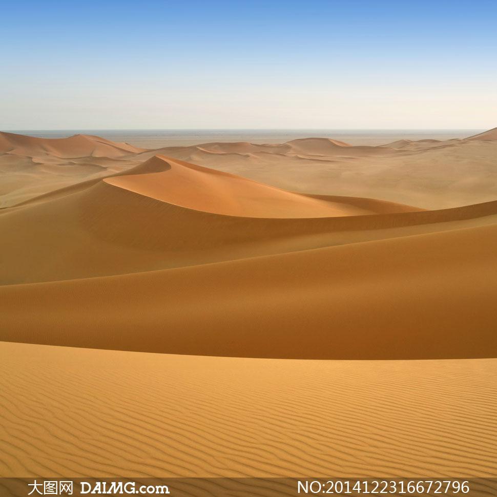 远眺视角大漠沙丘风景摄影高清图片