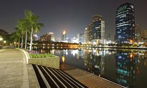 湖边的城市大楼等夜景摄影高清图片