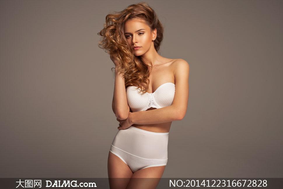 穿白色款内衣的披肩发美女高清图片 大图网设