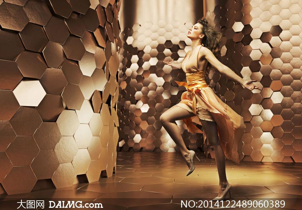 风吹效果裙装美女模特摄影高清图片 大图网设