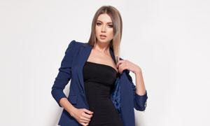穿深蓝色小西装的美女摄影高清图片