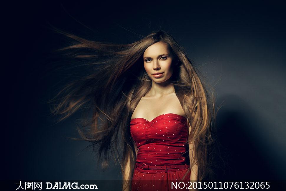 披肩发抹胸装美女人物摄影高清图片 大图网设
