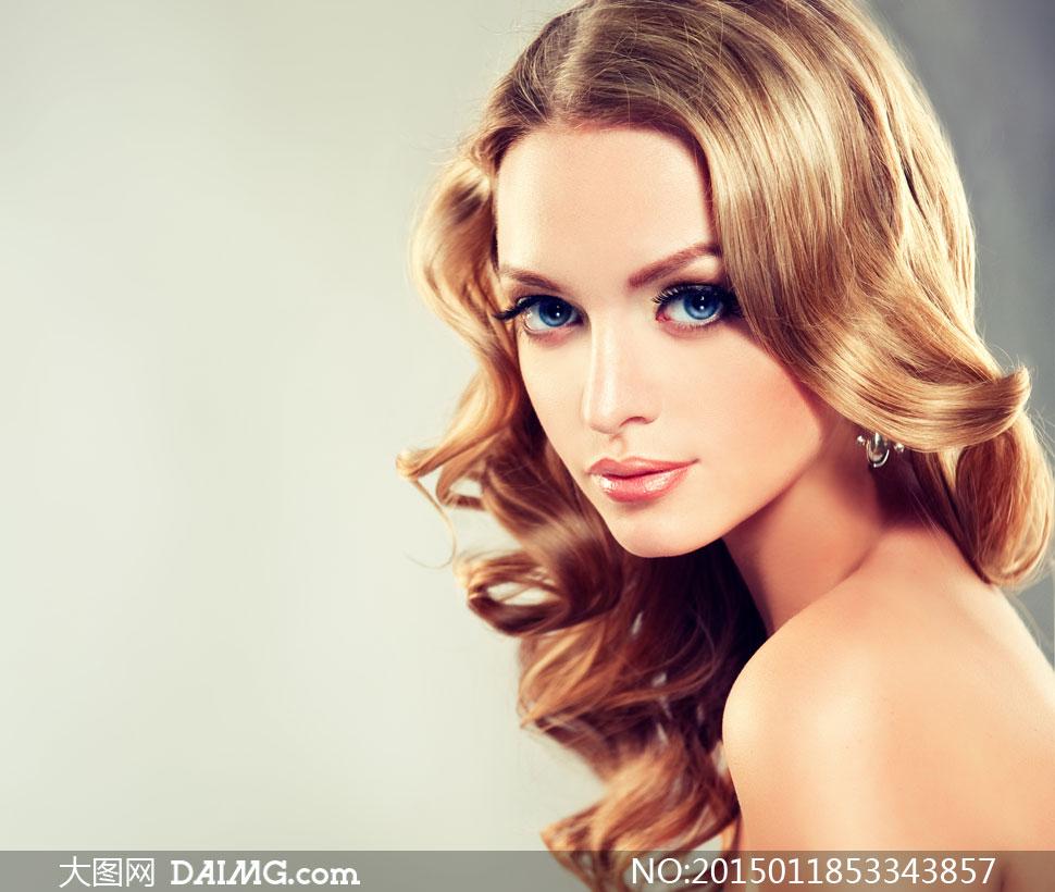 美女高清囹�a��9�k_卷发蓝眼美女模特人物摄影高清图片