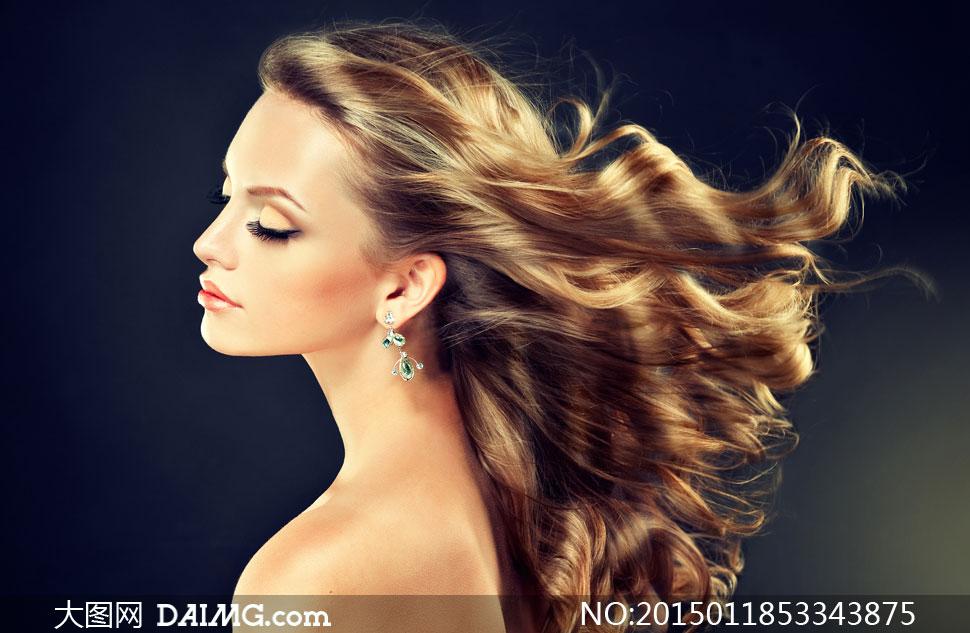 秀发被吹起的美女侧面摄影高清图片