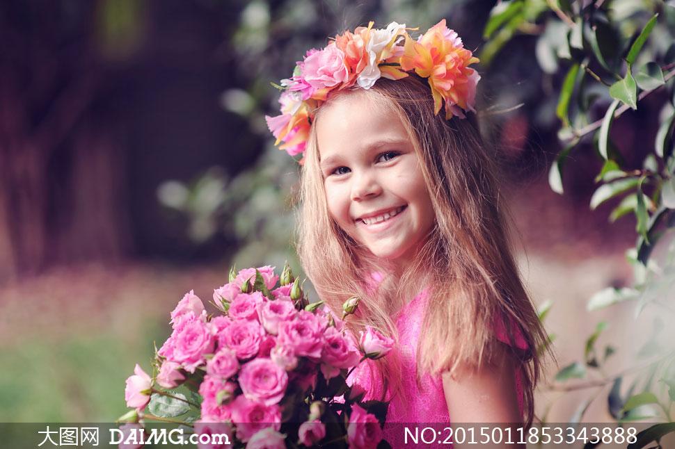 头戴花环的可爱小女孩摄影高清图片