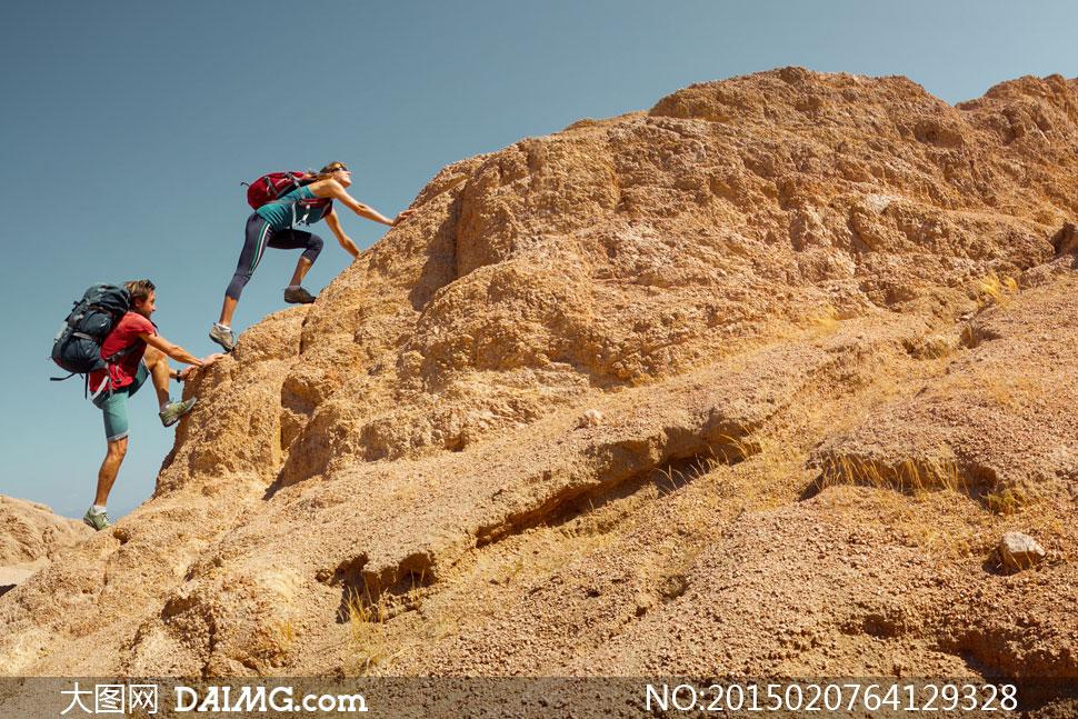 关键词: 高清大图图片素材人物爬山登山大山山峰山顶山坡山腰植被