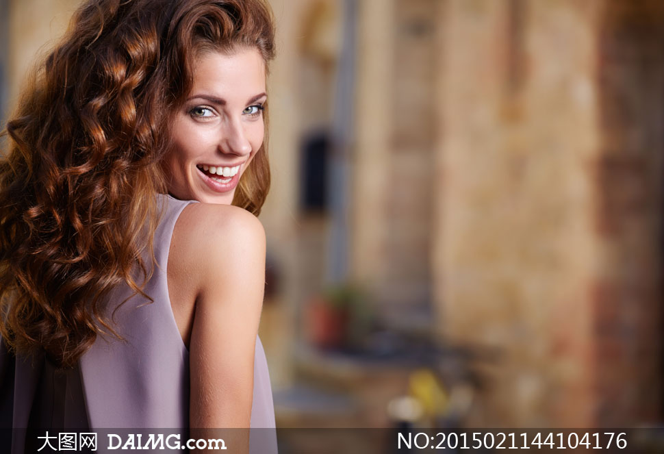 披肩卷发美女模特微距摄影高清图片