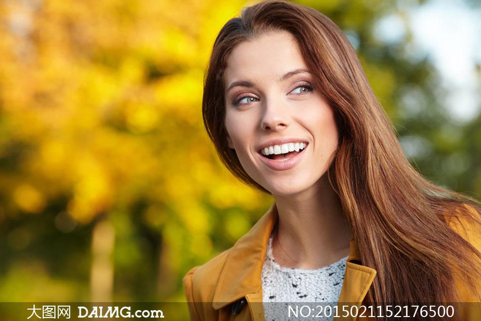 美女女性女人模特写真笑容开心长发秀发披肩发披肩长