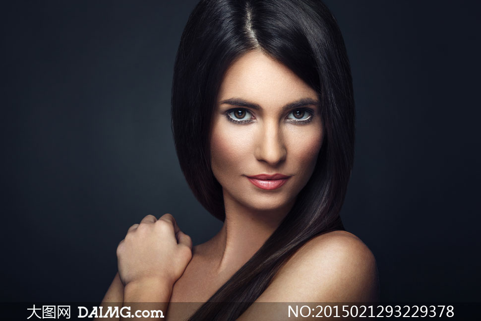 中分黑色披肩长发美女摄影高清图片