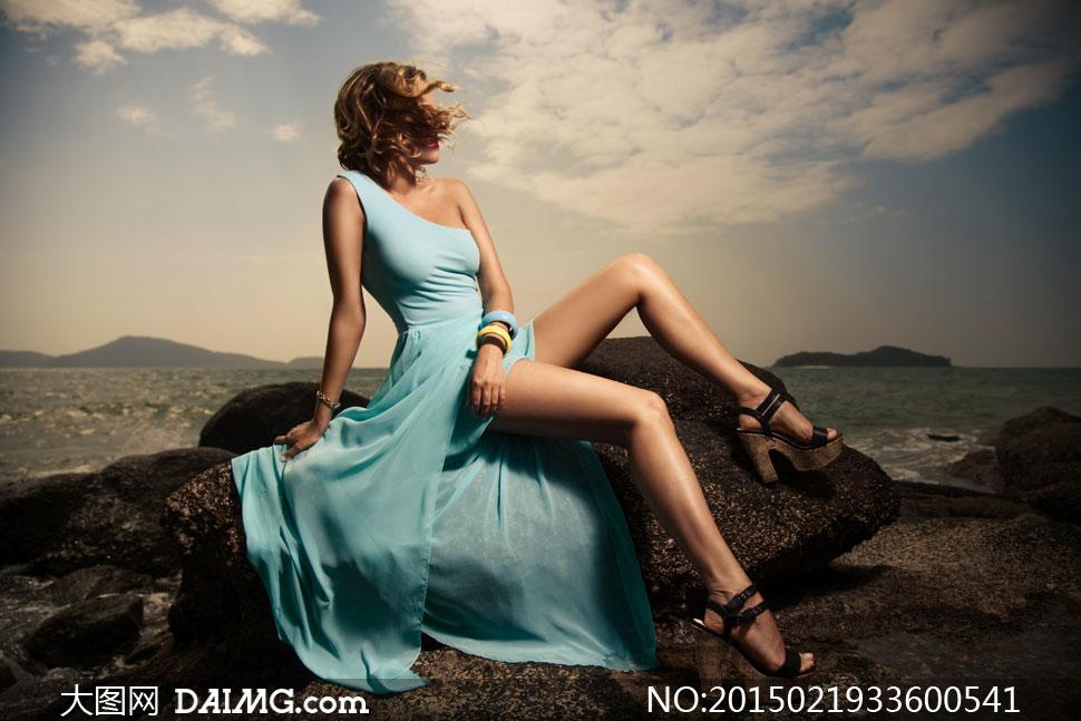 风吹着头发的裙装美女摄影高清图片 大图网设