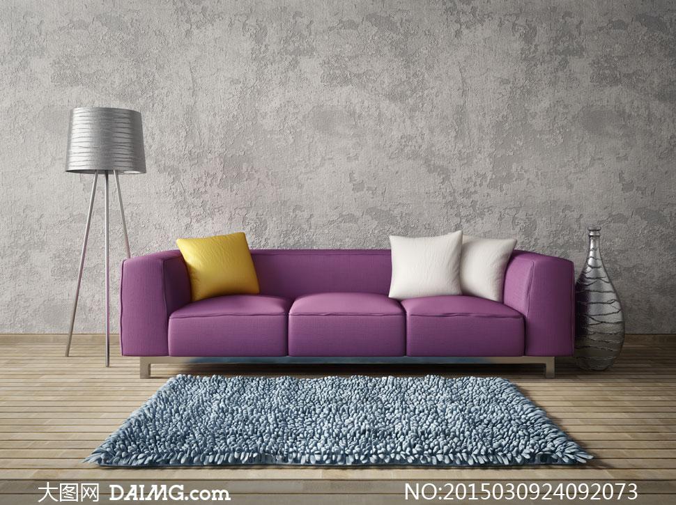 斑驳墙面与沙发枕头等摄影高清图片
