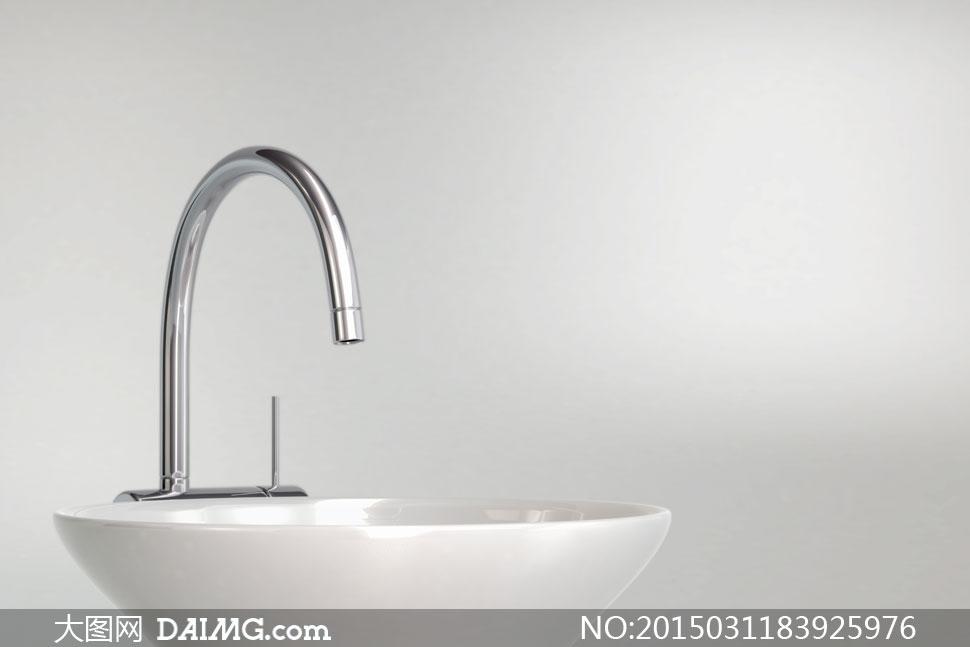 洗手台与不锈钢水龙头摄影高清图片