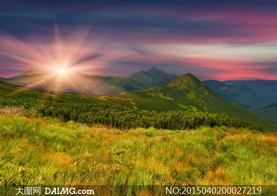 山頂美麗的日出風景攝影圖片