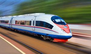 高速运行中的客运列车