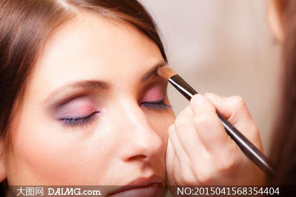 关键词: 高清大图图片素材摄影人物美女女人女性近景特写美妆妆容