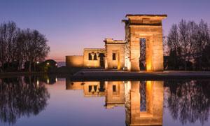 西班牙马德里德波神庙夜景高清图片