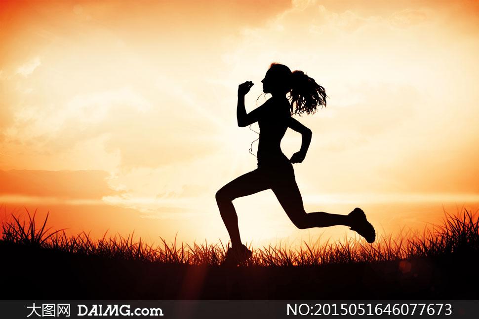 跑步美女人物剪影侧面摄影高清图片