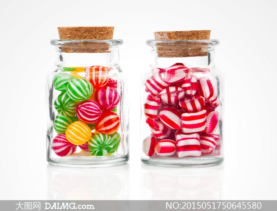 两个密封罐子里的糖果摄影高清图片