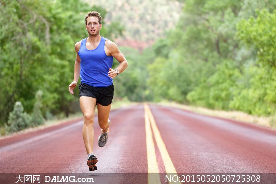 关键词: 高清摄影大图图片素材自然风景风光体育运动跑步背心蓝色