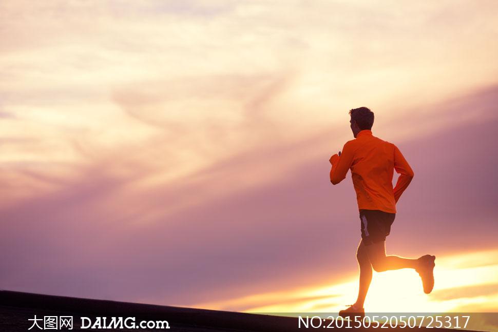关键词: 高清摄影大图图片素材自然风景风光体育运动跑步侧面背影