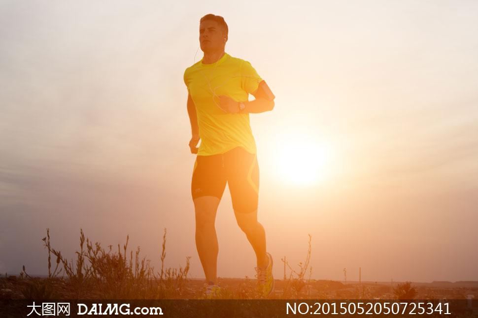 户外跑步_户外跑步的健身男女图片素材生活人物人物