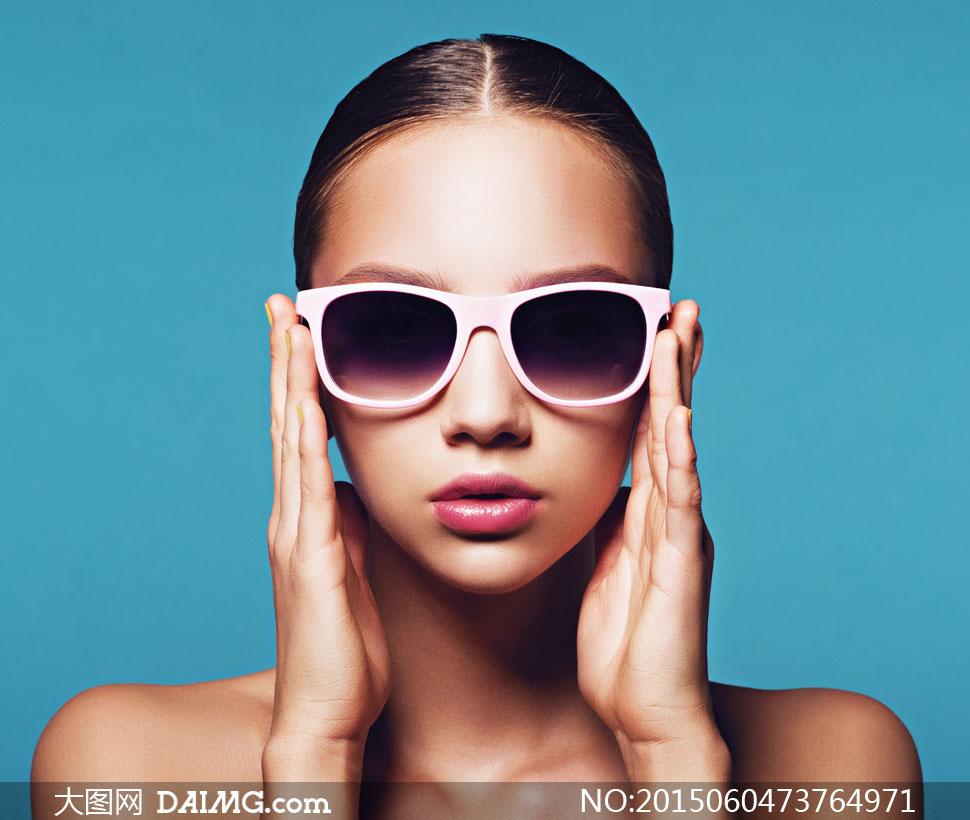 戴墨镜的美妆模特人物摄影高清图片