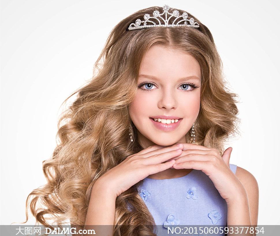 头戴公主皇冠的小女孩摄影高清图片
