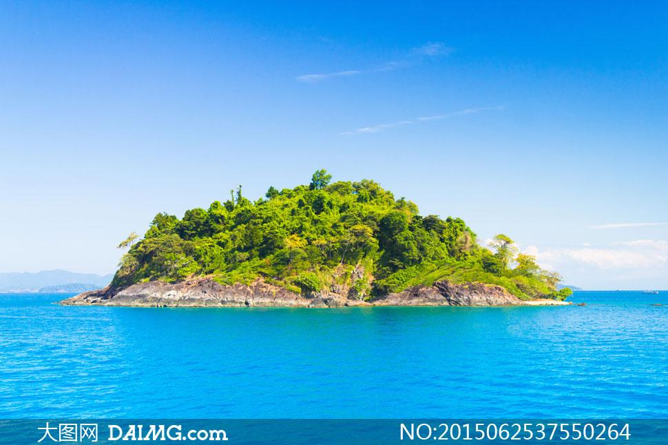 素材摄影自然风景风光蓝天天空树木大树树丛小岛岛屿海岛绿洲海水大海