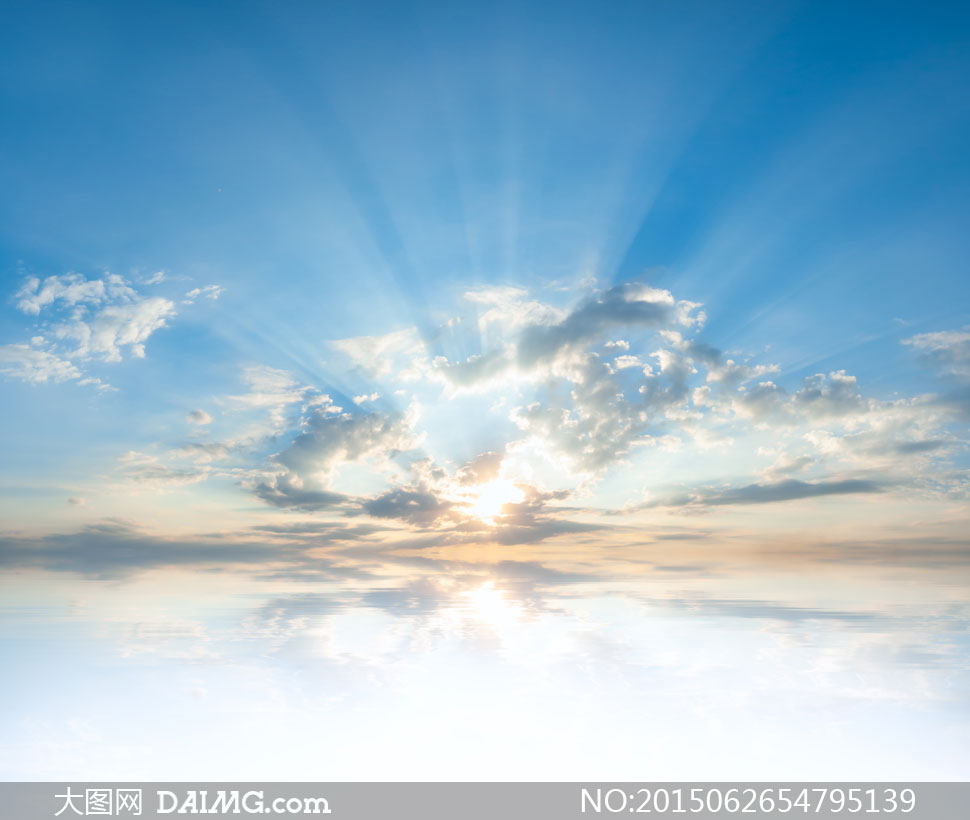 蓝天白云与耀眼的阳光摄影高清图片