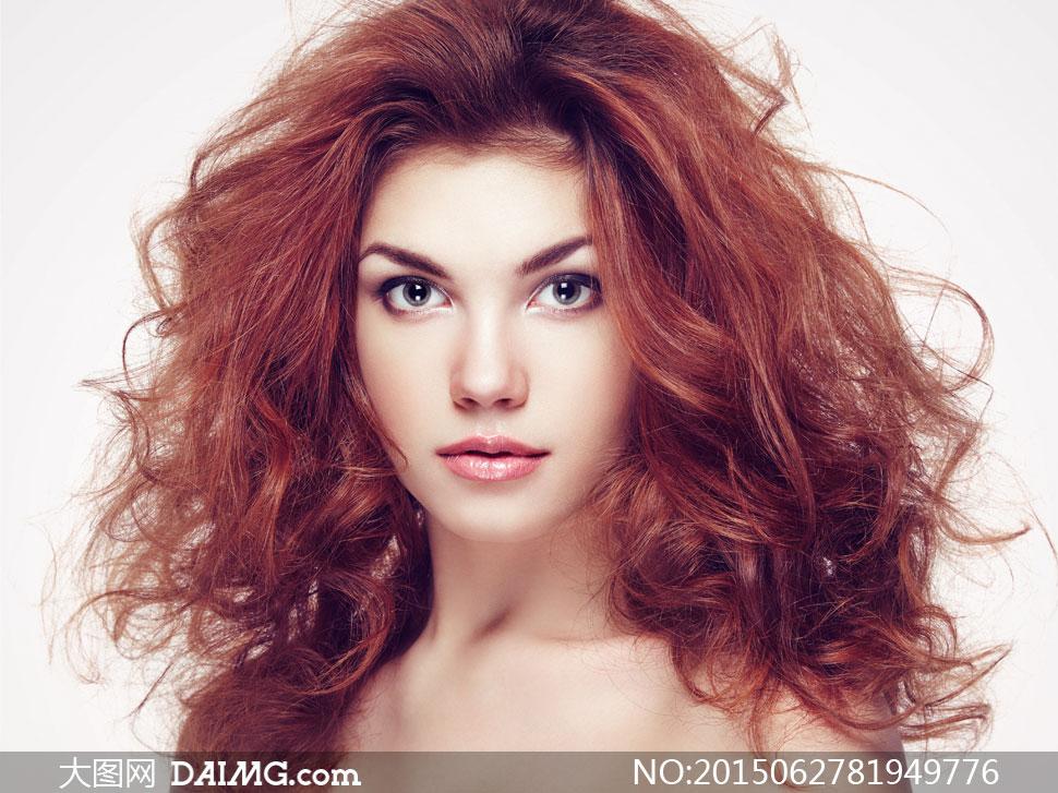 红发美女模特人物高清v人物特写图片美女。啊图片
